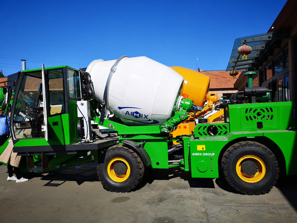 1.2 m3 self loading concrete mixer