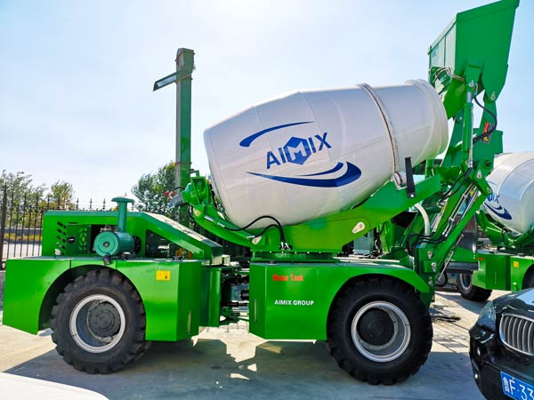 2.6 m³ self loading mixer
