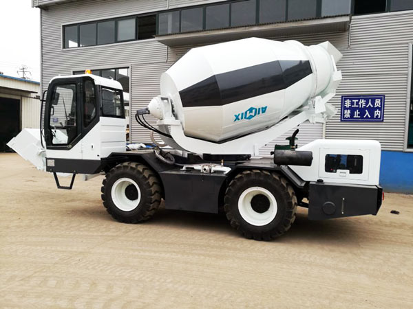 CL1200 mobile self loading mixer