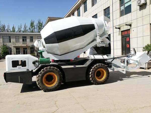 CL2000 self loading mobile concrete mixer