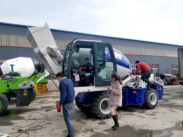 transporting self loader mixer